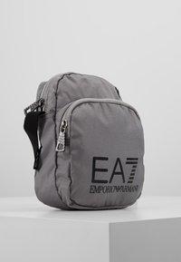 EA7 Emporio Armani - Skulderveske - silver/nero - 3