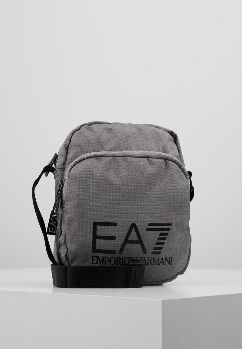 EA7 Emporio Armani - Skulderveske - silver/nero