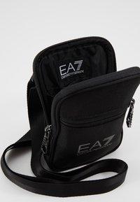 EA7 Emporio Armani - Borsa a tracolla - nero - 4