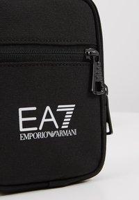 EA7 Emporio Armani - Umhängetasche - black - 5