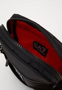 EA7 Emporio Armani - Taška spříčným popruhem - black - 3