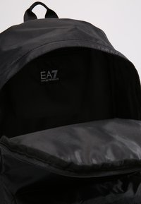 EA7 Emporio Armani - TRAIN PRIME BACKPACK  - Reppu - nero - 4