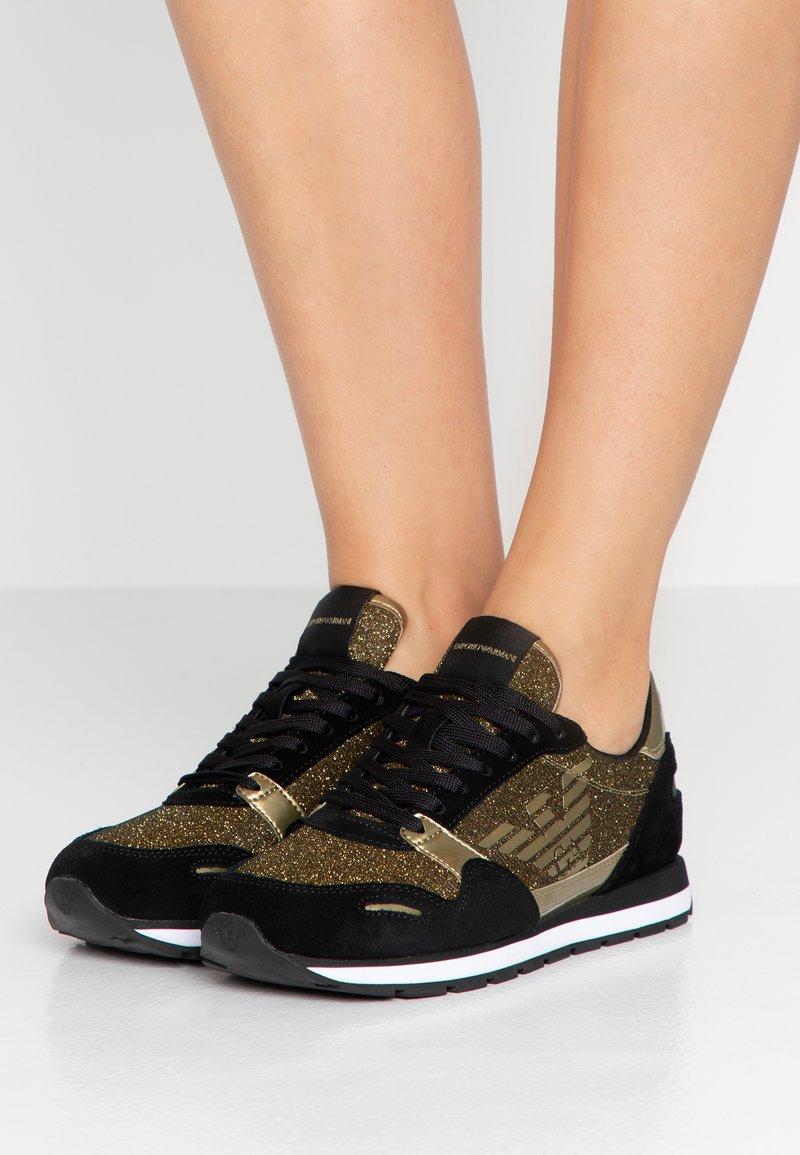 Emporio Armani - Sneaker low - black/gold