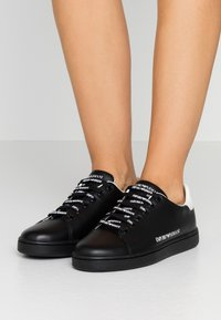 Emporio Armani - Sneaker low - black - 0