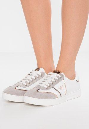 Sneaker low - plaster/white/nude