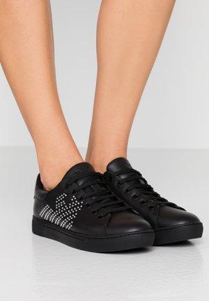 MARIE - Sneaker low - black/silver