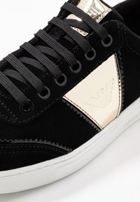 Emporio Armani - BIZ - Sneaker low - black/gold - 2