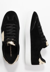 Emporio Armani - BIZ - Sneaker low - black/gold - 3