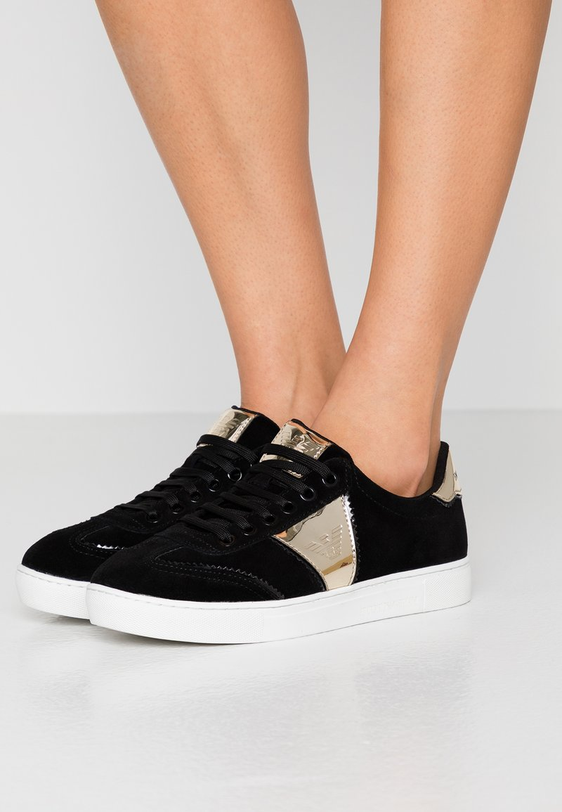 Emporio Armani - BIZ - Sneaker low - black/gold