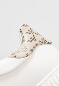 Emporio Armani - PROJECT - Sneakers basse - cream/taupe/dark brown - 2