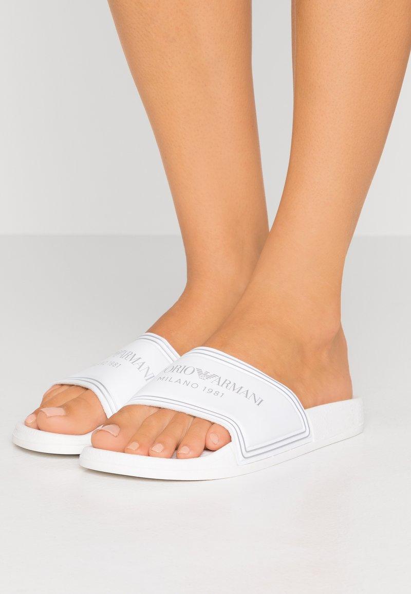 Emporio Armani - SLIDES - Pantofle - white