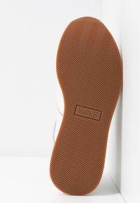 Emporio Armani - CHRISTINA - Zapatillas - white/frost/gold - 6