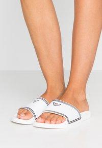 Emporio Armani - Pantofle - onxy/white/black - 0