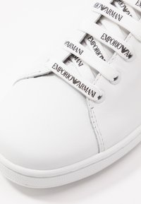 Emporio Armani - Matalavartiset tennarit - white/black - 2