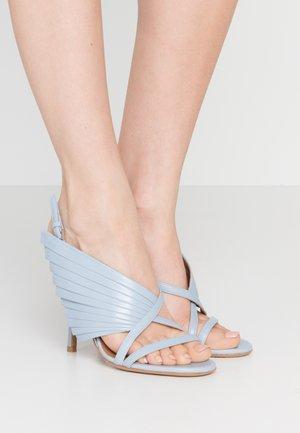 Sandály na vysokém podpatku - sky