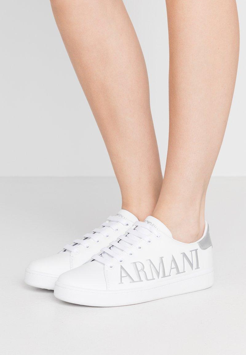 Emporio Armani - Baskets basses - white/silver