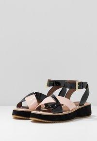 Emporio Armani - Sandály na platformě - nude/black - 4
