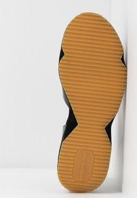 Emporio Armani - Sandály na platformě - nude/black - 6
