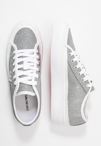 Emporio Armani - Baskets basses - white/silver - 3