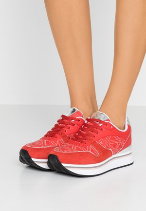 Trainers - red/silver