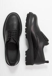 Emporio Armani - Šněrovací boty - black/white - 1