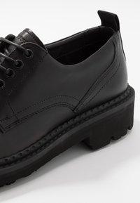Emporio Armani - Šněrovací boty - black/white - 5