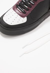 Emporio Armani - Zapatillas altas - black/white/vineyard - 5