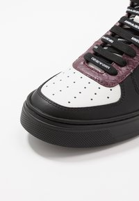 Emporio Armani - Zapatillas altas - black/white/vineyard - 6