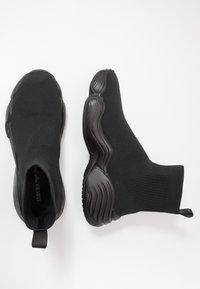 Emporio Armani - Sneakersy wysokie - black - 1