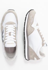 Emporio Armani - ZONE - Trainers - plaster/opt white