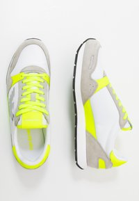 Emporio Armani - ZONE - Trainers - yellow/grey - 1