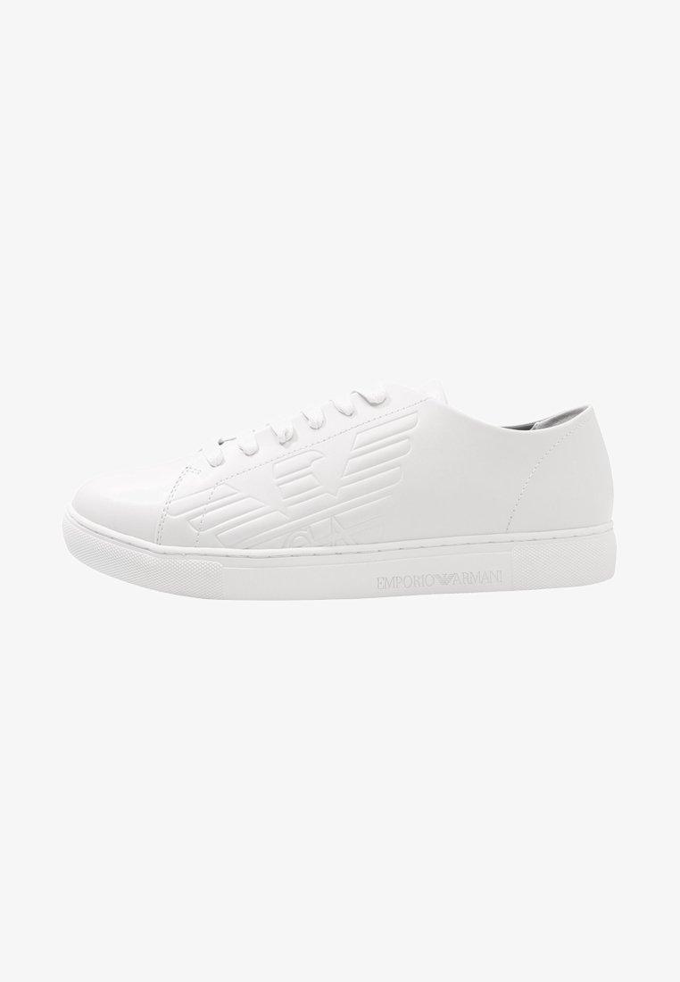 Emporio Armani - ACTION - Baskets basses - optical white