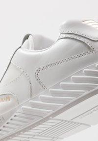 Emporio Armani - Baskets basses - white - 5