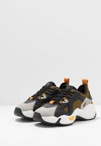 Emporio Armani - Sneakers laag - plaster/black - 2