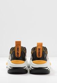 Emporio Armani - Sneakers laag - plaster/black - 5