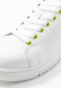 Emporio Armani - Zapatillas - plaster/white/green - 5