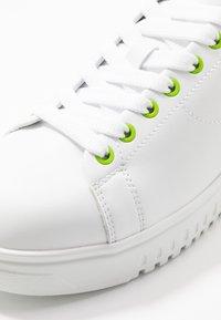 Emporio Armani - Sneakers laag - plaster/white/green - 5