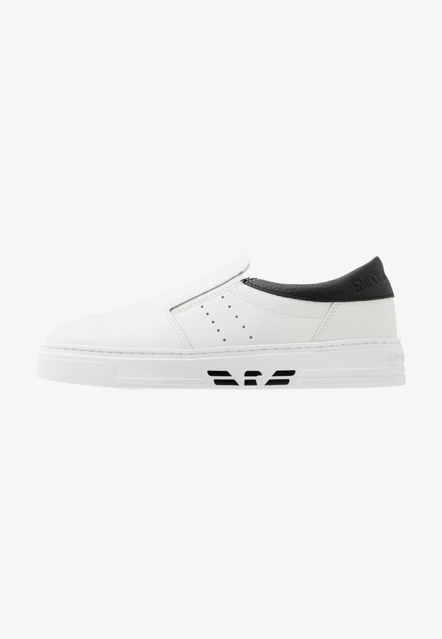 Loaferit/pistokkaat - white/black