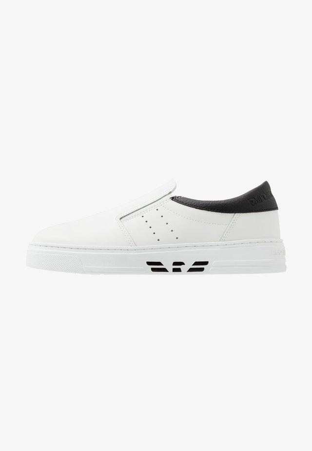 Nazouvací boty - white/black