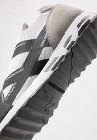 Emporio Armani - Zapatillas - white/black - 5