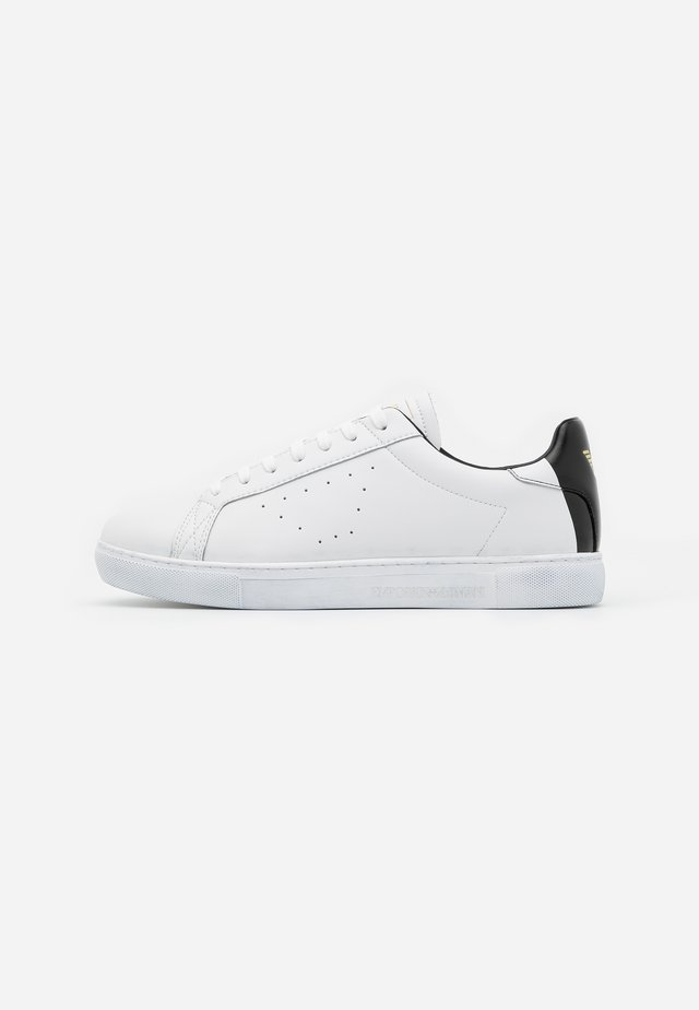 Trainers - optic white/black