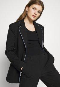 Emporio Armani - TROUSER - Trousers - black - 3