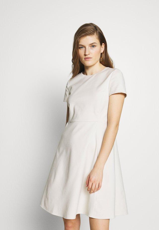 DRESS - Korte jurk - fumo