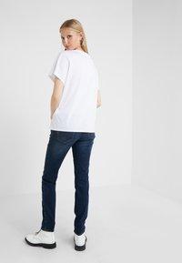 Emporio Armani - Jeans Skinny Fit - denim blue - 2