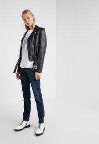 Emporio Armani - Jeans Skinny Fit - denim blue - 1