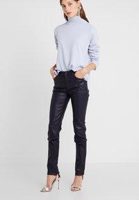 Emporio Armani - Jeans Skinny Fit - purple - 0