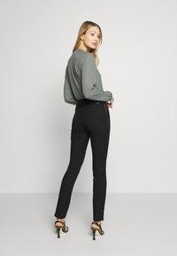 Emporio Armani - 5 POCKETS PANT - Jeans Slim Fit - black - 2