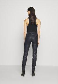 Emporio Armani - 5 POCKETS PANT - Slim fit jeans - black - 2