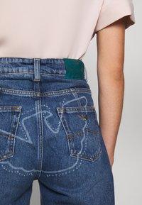 Emporio Armani - FIVE POCKETS PANT - Jeans baggy - blue denim - 7