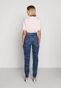 Emporio Armani - FIVE POCKETS PANT - Jeans baggy - blue denim - 2